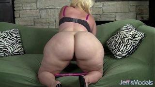 Plus-sized blonde Masseratie Monica dildos herself to orgasm
