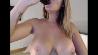 Wow hot girl maked her pussy cum and squirted perfectly on webcam